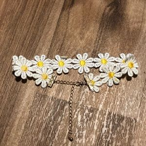 Forever 21 Jewelry - Daisy choker